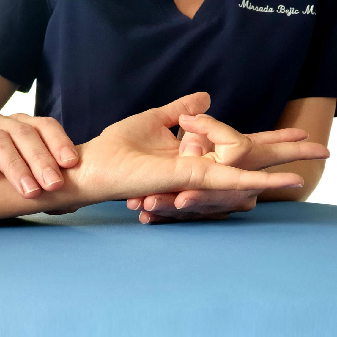 Pathologie fréquente de la main, doigt à ressaut